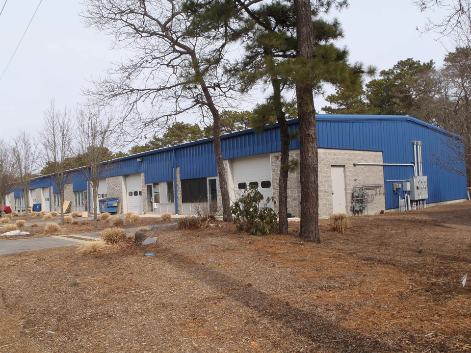 Oversize Contractor Bay for Lease, Mid-Cape Area