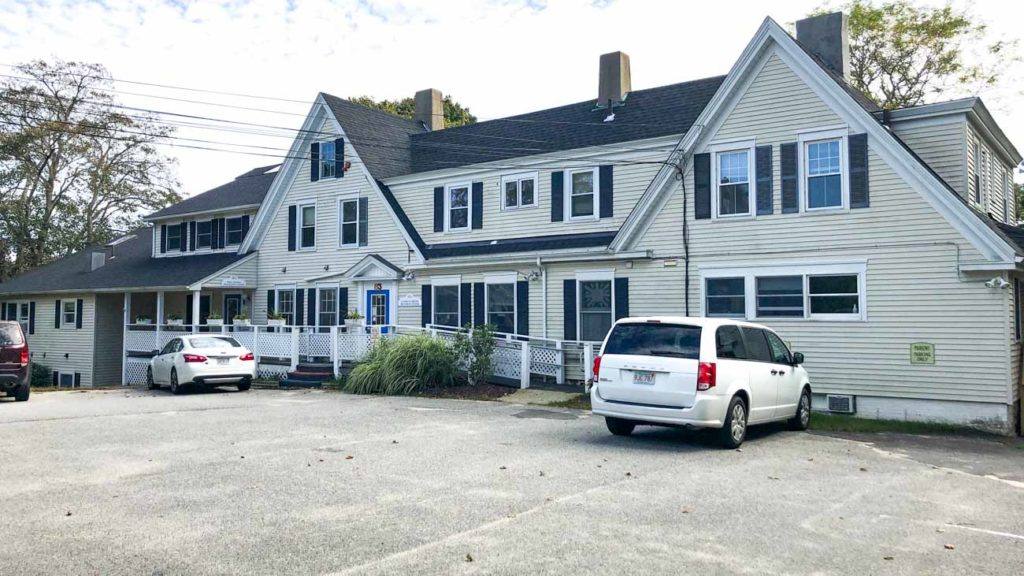 83 Pearl St, Hyannis, MA